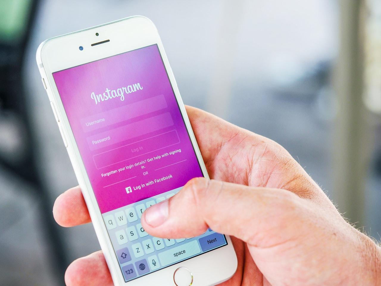 O que fazer para ter milhares de seguidores no Instagram? (Foto de energepic.com no Pexels)
