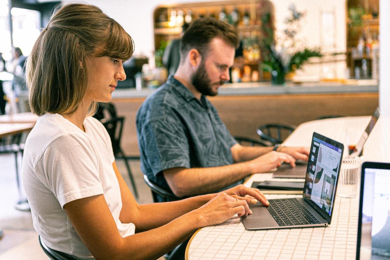 Ideias para sua estratégia de marketing para pequenas empresas em 2020 (Foto de Canva Studio no Pexels)